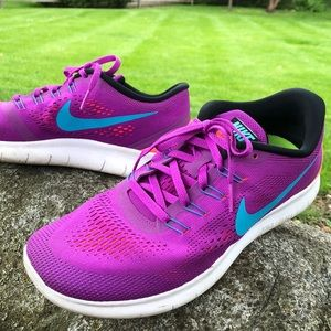 Nike running tennis shoes